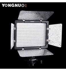 YongNuo LED 300III m Barndoor, Fjernbetjening, vælg mellem fast 5600kelvin eller trinløs 3200 til 5600