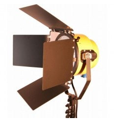 Yellow Head videolampe - 2000 watt effekt - 3200 kelvin, m solidt stativ og pære 0